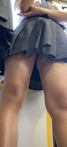 可愛い制服で有名な〇〇高校JK!!!65 (再生時間4:04) [4K]